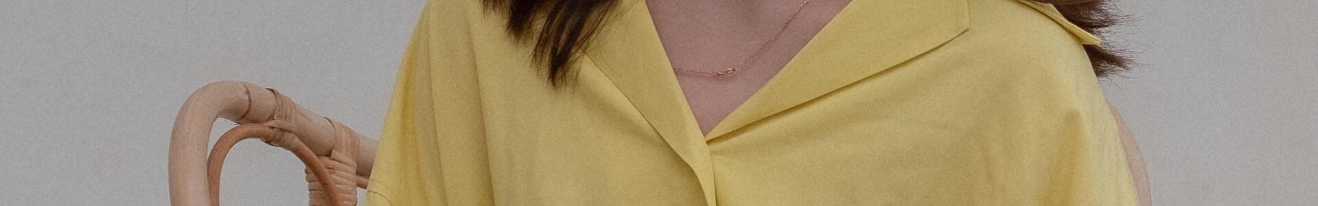 イエロークリームのオーバーサイズシャツ、一気に秋冬コーデをブラッシュアップできるアイテム