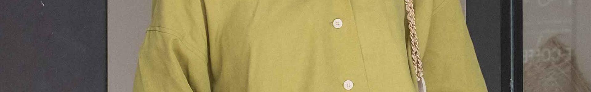 野暮ったくならない!緑色系オーバーサイズシャツでおしゃれさんになろう♪